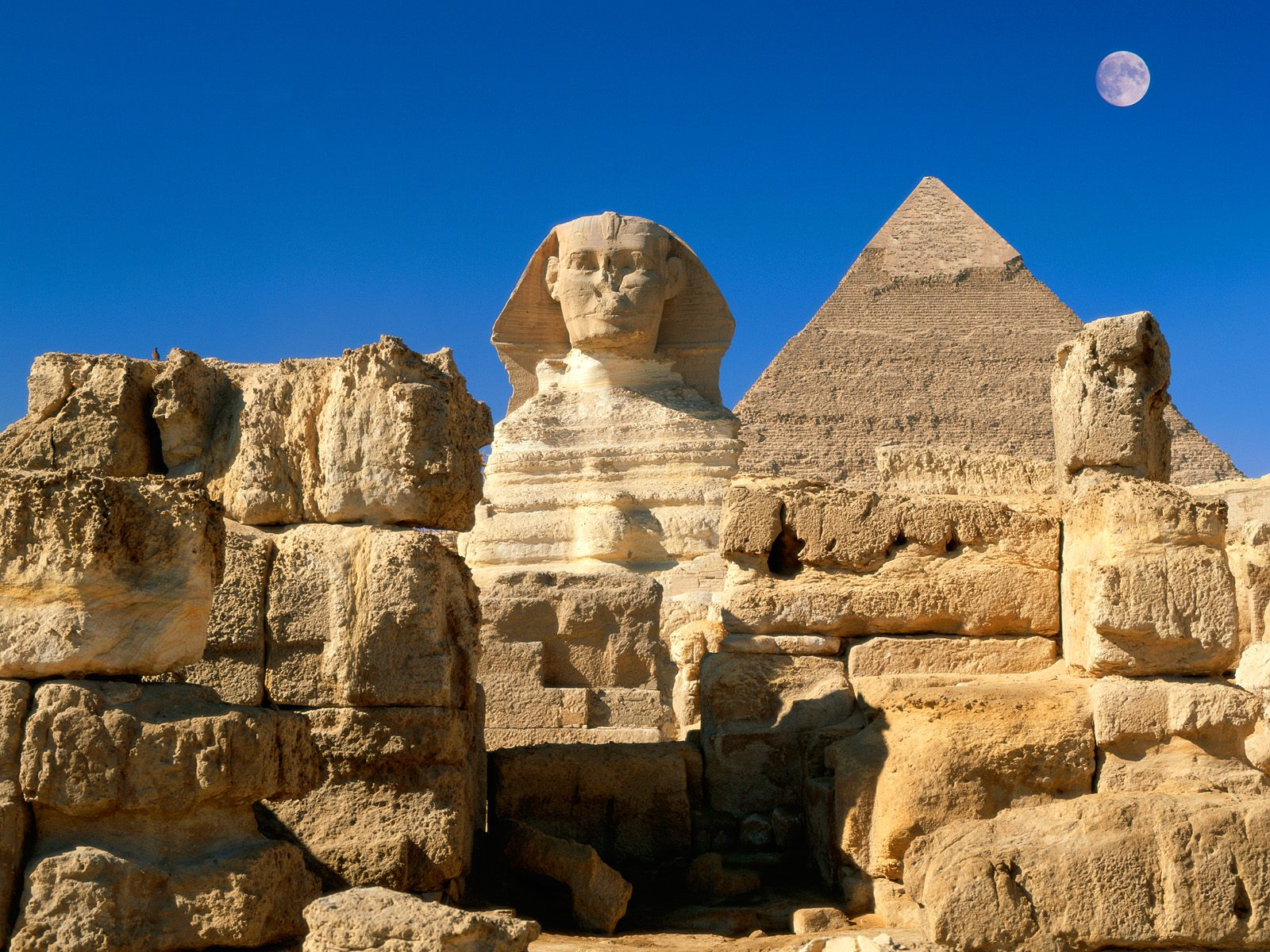http://kollin.hu/amazingplaces/places/Great%20Sphinx,%20Chephren%20Pyramid,%20Giza,%20Egypt.jpg
